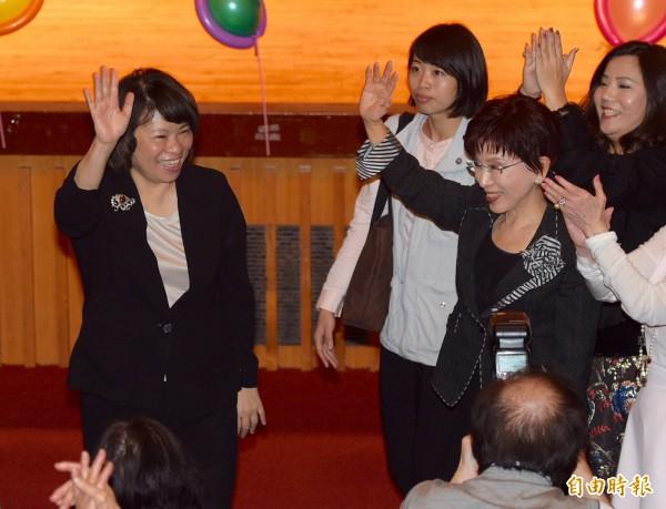黃敏惠(左)對李新要她退選黨主席一事,表示她不會因為抹黑和造謠而感到挫折。(記者羅沛德攝)
