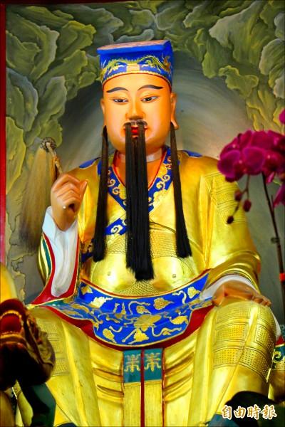 八卦山大佛寺供奉的呂洞賓神像。(記者張聰秋攝)