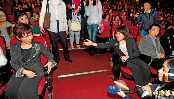 國民黨主席候選人洪秀柱(左起)、黃敏惠、陳學聖昨日出席國民黨慶祝婦女節聯歡活動。(記者羅沛德攝)