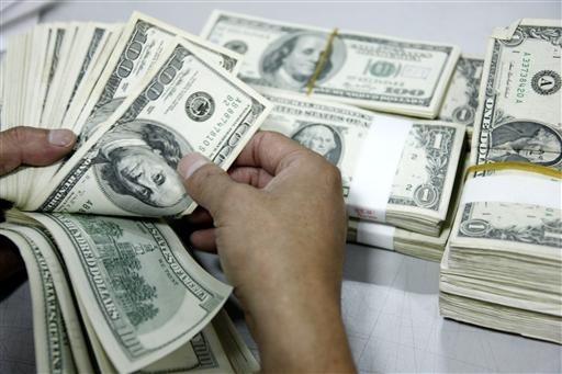 有媒體報導指出,日前兆豐銀行遭偽鈔集團以假美鈔兌換新台幣,成功領走新台幣6千6百萬元,是國內首宗金融機構遭假美鈔訛詐鉅款的案件。(美聯社)