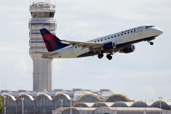 美國一名男子在機上隨機將一名16歲少女帶入廁所做愛,事後少女立刻通知機組人員,男子在飛機落地後被逮捕。(美聯社)