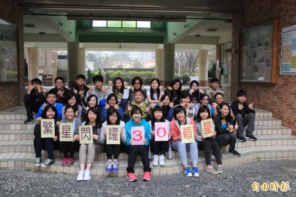 新竹市立建功高中繁星放榜有30人錄取,其中15人上國立大學。(記者洪美秀攝)