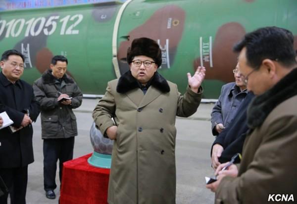 韓最高領導人金正恩9日聲稱,北韓已成功將核子彈頭小型化,可裝載在彈道導彈上。(圖擷取自朝中社)