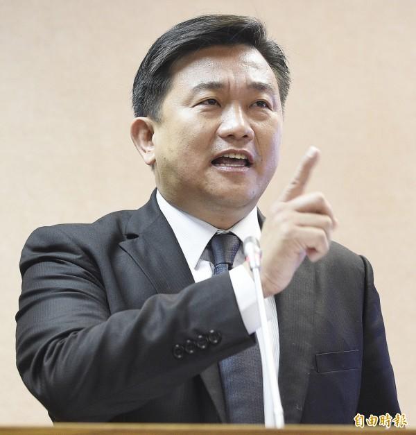 立委王定宇要求高廣圻有政治責任要承擔起來。(記者陳志曲攝)