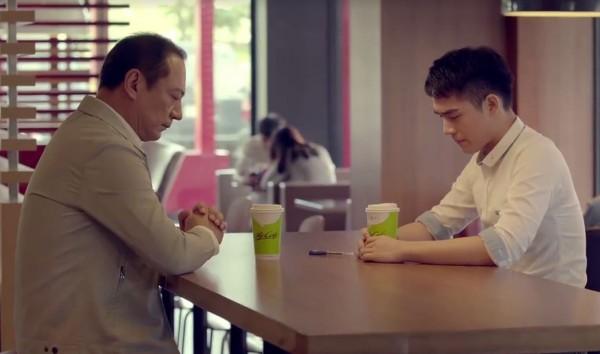 台灣麥當勞近日公開廣告「接納篇」,講述同性戀兒子用咖啡杯向父親出櫃,而得到爸爸接納的故事,得到外界廣泛討論。(圖擷自麥當勞臉書)