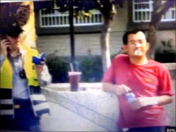 警員認出車禍駕駛林信學曾在台南震災現場自稱「救難大隊長」。(記者蔡清華翻攝)