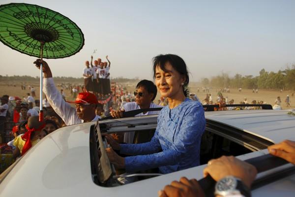 諾貝爾和平獎得主翁山蘇姬受限於緬甸憲法規定,恐無緣成為新總統提名人選。(路透)