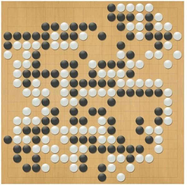 有網友發現,AlphaGo的布局似乎像個「死」字(黑子),頗有嘲諷人類的意味。(圖擷取自Google)