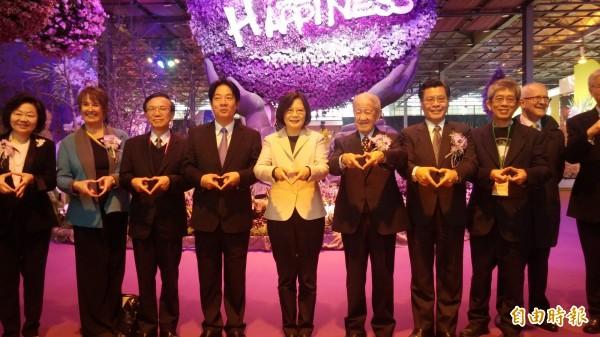 蔡英文和台南市長賴清德等人參選台灣國際蘭展。(記者楊金城攝)