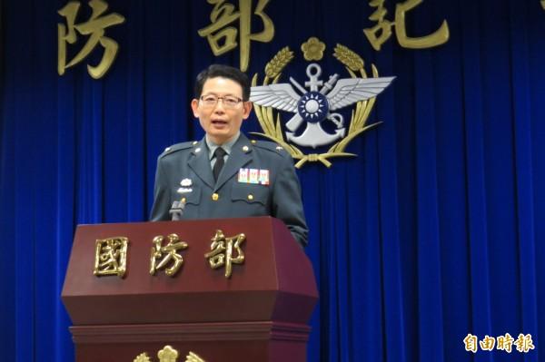 國防部今(11)日下午臨時召開記者會,發言人羅紹和少將報告懲處名單。(記者陳鈺馥攝)