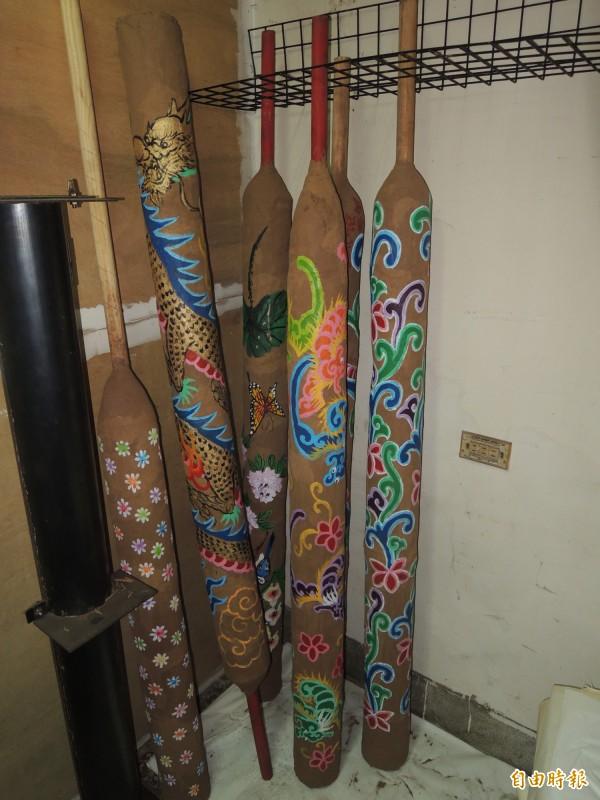 馬瑋伶製作的線香,每根重三十台斤。(記者陳燦坤攝)