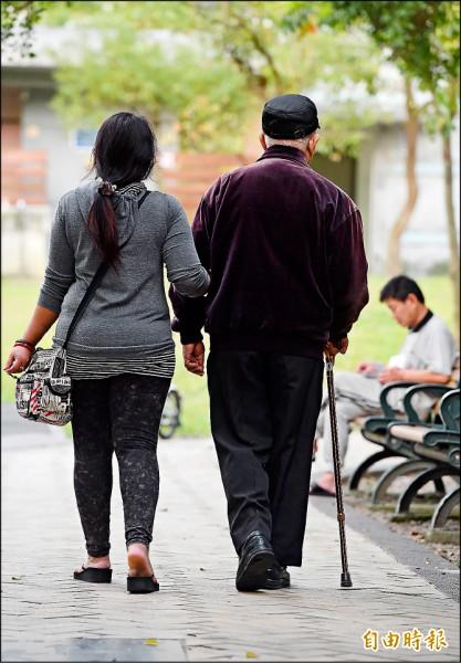 台灣兩年內將邁入老年人口破十四%的「高齡社會」,但軍、公、教退撫基金已入不敷出,若年金制度破產、國家財政被壓垮,大家老了,要靠誰?(記者廖振輝攝)