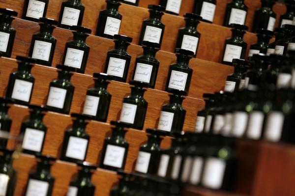 香水被網友認為是有高親密指數的情人節禮物。(法新)