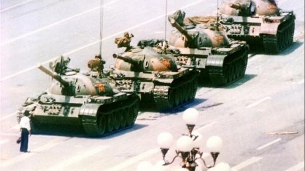 圖為1989年六四天安門事件「坦克人」照片。(資料照,美聯社)