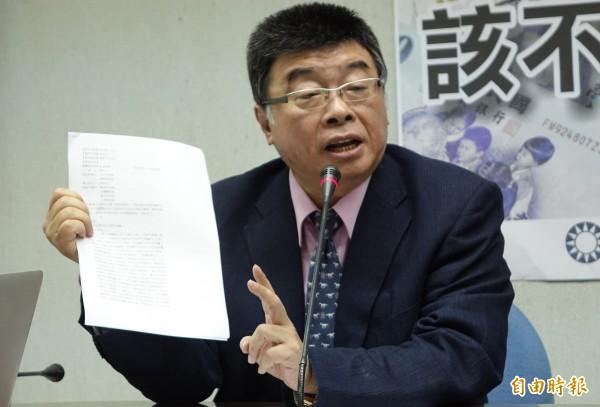 邱毅表示,聲明文中指出蔡英文未參加家族會議,與先前蔡瀛政的證詞不符。(記者張嘉明攝)