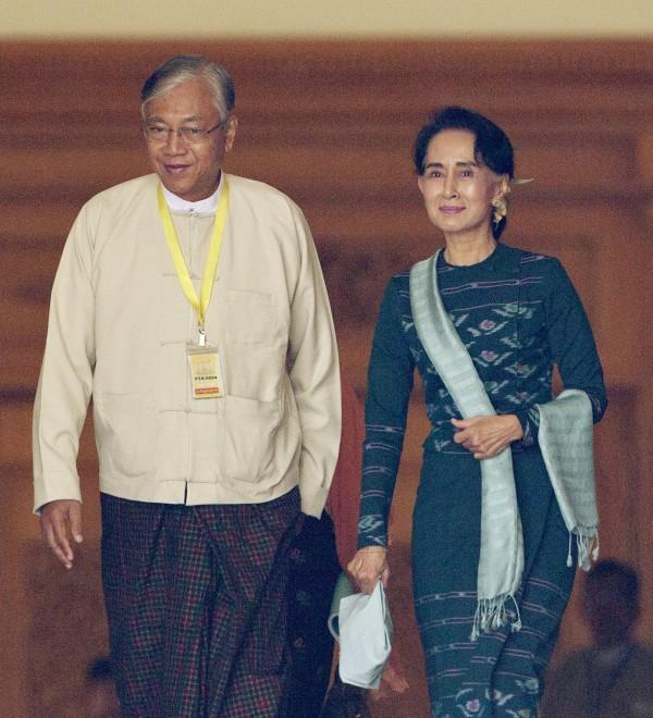 翁山蘇姬領導的全國民主聯盟(NLD)挾帶國會多數席次勢力,讓翁山蘇姬的親信廷覺高票當選,成為1962年以來緬甸第一位非來自軍方的總統。(美聯社)