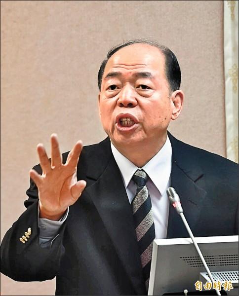 國安局長楊國強昨列席立法院外交國防委員會答詢,透露中國嚴重「滲透」台灣的IC設計、電子科技兩大產業。(記者方賓照攝)