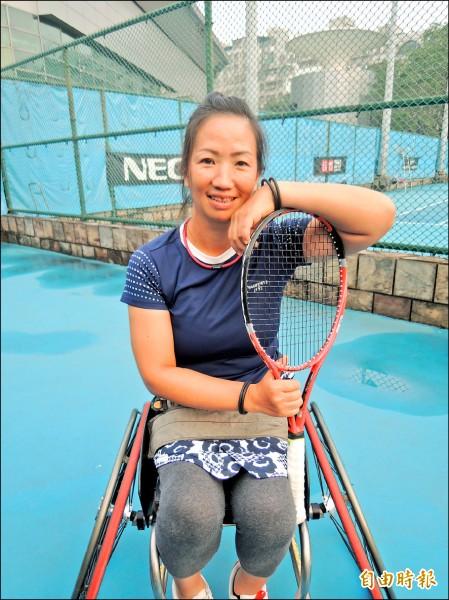 「第十八屆獅子盃國際輪椅網球台灣公開賽」昨於新北市新莊網球場開賽,目前世界排名第廿九的「台灣輪網一姊」呂嘉儀備受矚目。 (記者葉冠妤攝)