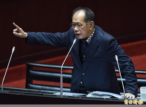 國民黨立委陳超明今天立院質詢外交部時表示,若自己是甘比亞總統,會選擇和中國建交。(資料照,記者劉信德攝)