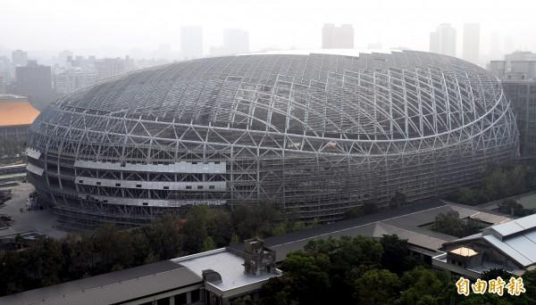 爭議頻傳的台北大巨蛋近來傳出有「溫室方案」,也就是大巨蛋保留商場吸引投資,蛋體則改成大型溫室以達公安基準。(資料照,記者張嘉明攝)