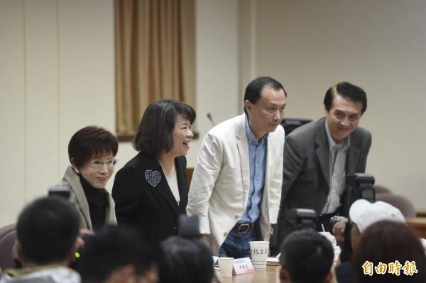 國民黨4位主席候選人洪秀柱(左起)、黃敏惠、李新及陳學聖,18日一同出席立法院黨團大會,各自表述理念尋求支持。(記者叢昌瑾攝)
