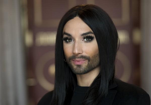 Conchita Wurst,奧地利歌手,以其女性化但留鬍子的裝扮為名,2014年在歐洲歌唱大賽奪冠後,成為LBGT的代言人。(路透)