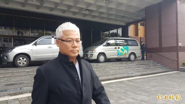 藝人巫啟賢今到台北地檢署出庭。(記者錢利忠攝)