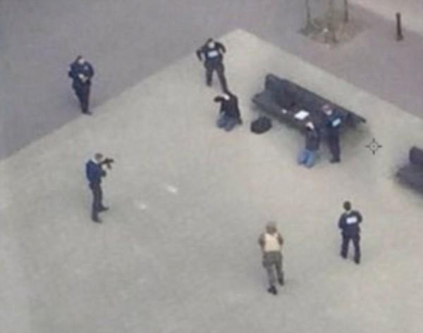 比利時武裝警察已經逮捕2位可疑人士。(圖片擷取自《每日郵報》)