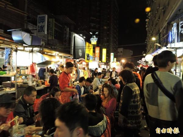 夜市是台灣夜晚的重要風景。(資料照,記者賴筱桐攝)
