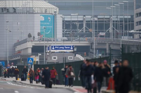 比利時布魯塞爾國際機場傳出爆炸案,當局疏散旅客。(歐新社)