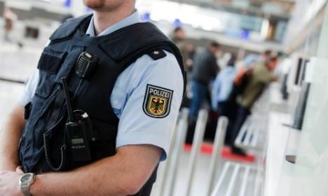 比利時機場發生爆炸案後,德國隨即安排大批警力駐進全國最大的法蘭克福機場。(圖片擷取自《The Local》)