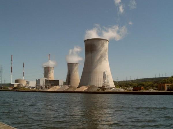 比利時布魯塞爾附近的核電廠傳出正在進行疏散。(圖擷取自RT)