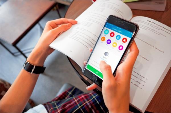 「Snapask」App,提供一對一解題服務,宛如隨身學習小天使。(江則希提供)