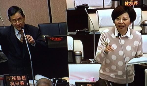 市議員陳怡珍要求市府仍需委託專業單位繼續進行震災房損安全評估。(記者洪瑞琴翻攝)