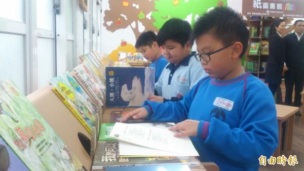 全台第7座紙圖書館 落腳高雄燕巢國小。(圖:正隆關懷兒童基金會提供)