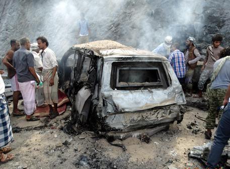 葉門亞丁昨發生連3起汽車炸彈自殺攻擊。(圖擷自《ANSA》)