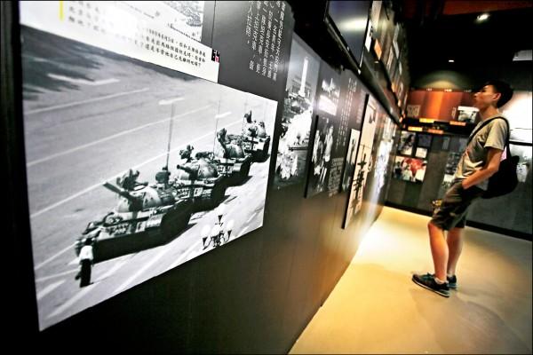 香港「六四紀念館」陳設當年事件重要資料。(美聯社檔案照)