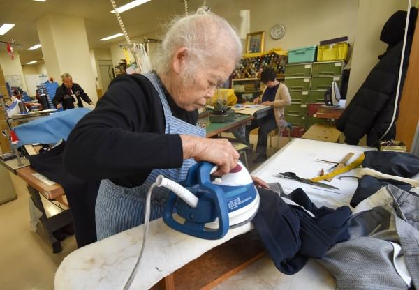 由於養老成本高,不少日本銀髮族想藉偷竊,進監獄養老。有專家稱,日本監獄最終會被老年囚犯占領。(法新社)