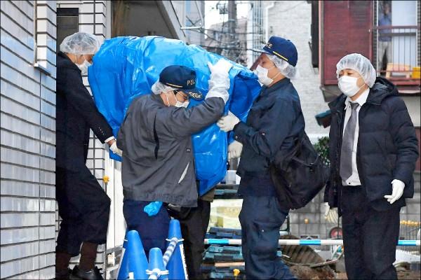 日本警方二十八日前往涉嫌誘拐監禁少女的寺內樺風位於東京中野區的住處蒐證。(美聯社)