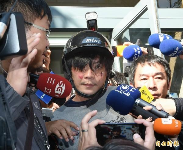 警方在王嫌家中找到29本筆記本。(資料照,記者方賓照攝)
