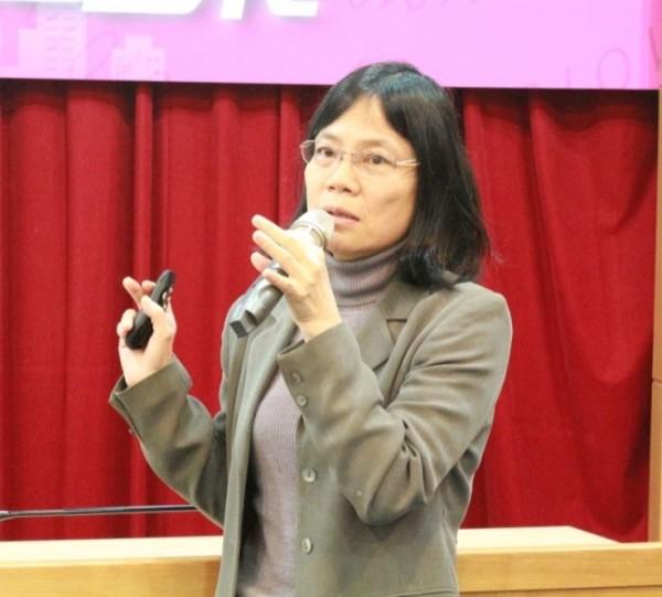 風傳媒總編輯吳典蓉昨出席東吳財經講堂,指出在新數位媒體的傳播影響力下,好的內容不但會被快速傳播,還會帶動傳統出版事業的發展。(東吳大學提供)