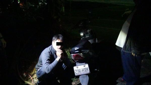 仇嫌(左)為無業八年級生,向警方坦承偷車(右)。(記者黃旭磊翻攝)