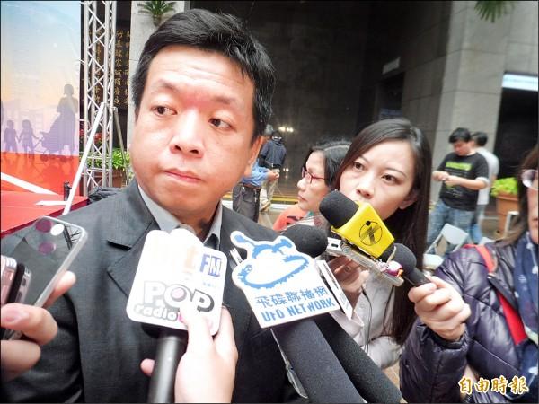 內湖殺童案發生後,媒體昨不斷追問社會局長許立民如何改善社會安全網,仍無法獲得明確答案。(記者何世昌攝)