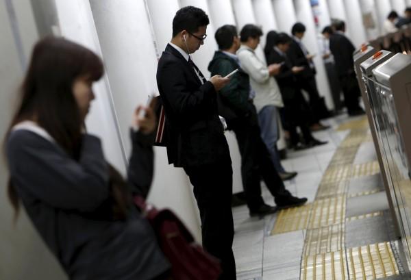 日本「過勞」的情形日趨嚴重。(資料照,路透)