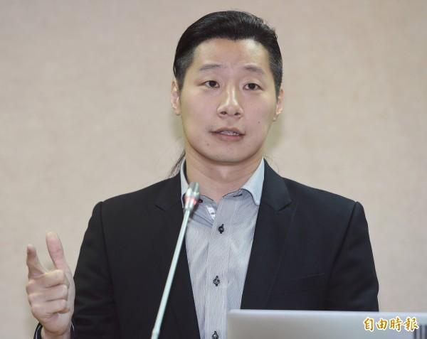 林昶佐表示,護照姓名拼音未來將可由民眾選定母語,他也在臉書高喊:「我是林昶佐,我是Lim Tshiong-tso!」(資料照,記者廖振輝攝)
