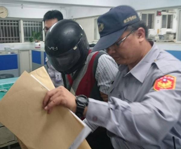 孫姓老翁因違反民航法遭警方移送。(記者歐素美翻攝)