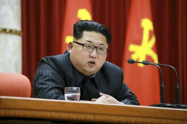 北韓領導人金正恩在掌權後,對小學的教科書進行了「積極」地修訂,極大限度地加強了對金正恩的偶像化。(資料照,歐新社)