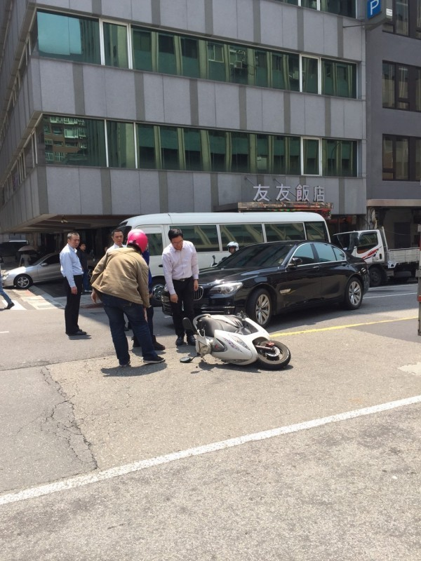 蔡正元昨傳車禍意外。(圖擷取自PTT)