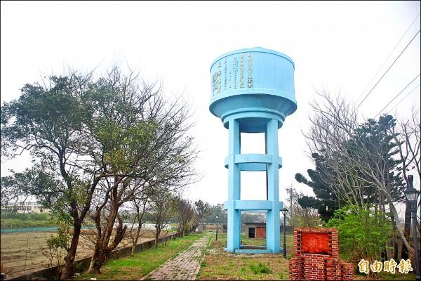 布袋鎮的過溝水塔位於嘉18線4公里處。(記者林宜樟攝)