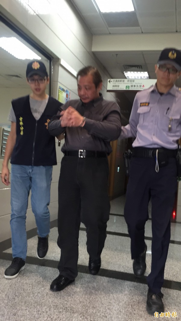 50歲王嫌扮成上班族四處行竊。(記者陳恩惠攝)